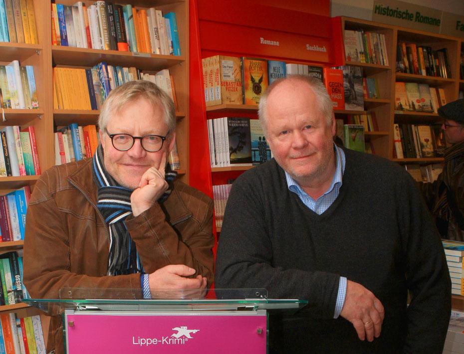 Die Krimiautoren Wolfram Tewes und Jürgen Reitemeier in der Buchhandlung Buchhaus am Markt in Detmold