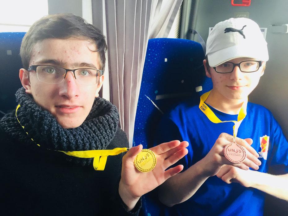 Thomas en or et Jeremy en bronze