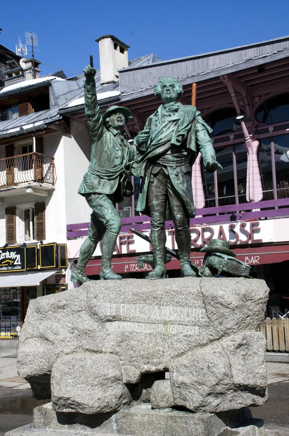 statue de Jacques Balmat et de De Saussure dans Chamonix