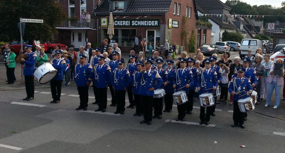Parade beim Pescher Schützenfest 2015 mit Major Wolfgang Schmitz