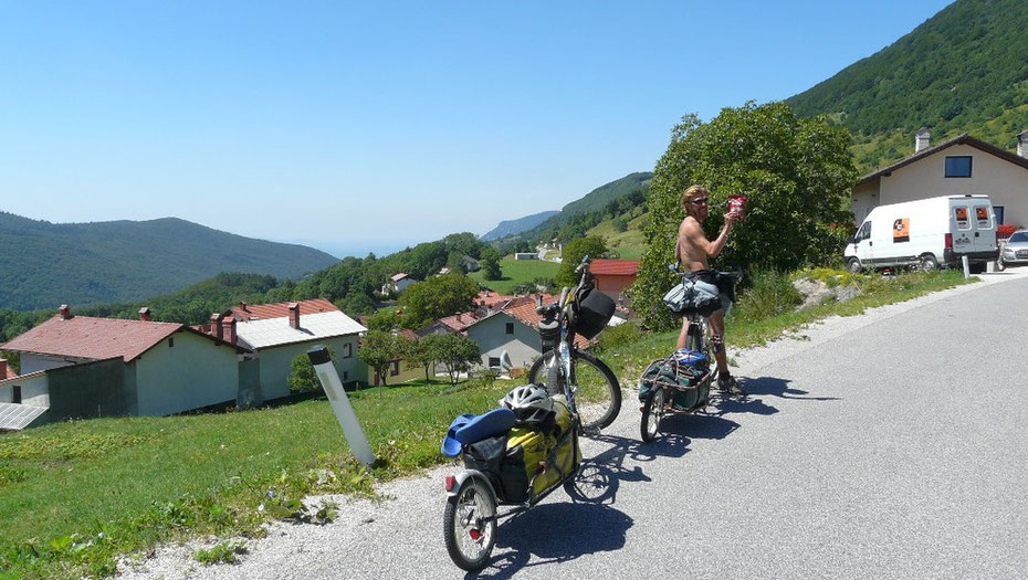 Pour la dernière cote slovène avant le plongeon vers l'Italie, rien de tel qu'un petit tutku!