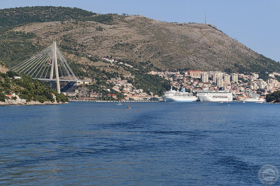 Blick auf den Hafen von Dubrovnik: War waren nicht allein...