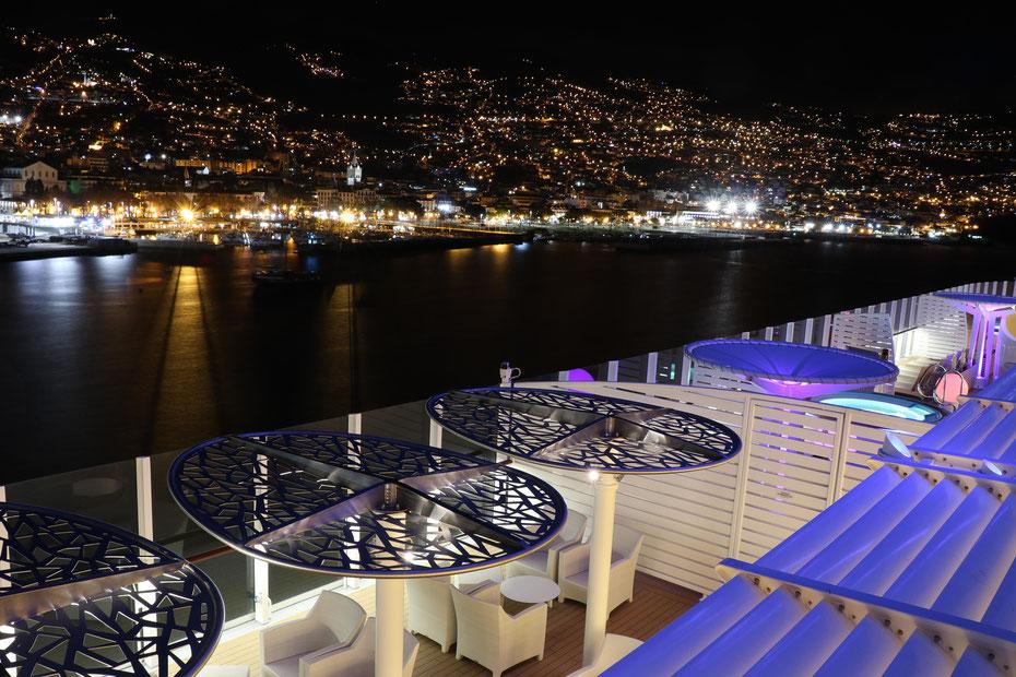 AIDAprima verlässt Funchal...