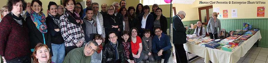 """Photo de groupe du Salon du Livre """"Les Mar'Mots en Val de Saône"""" 2016 avec Cloé Perrotin et le stand de la Librairie """"Au fil des Pages"""""""