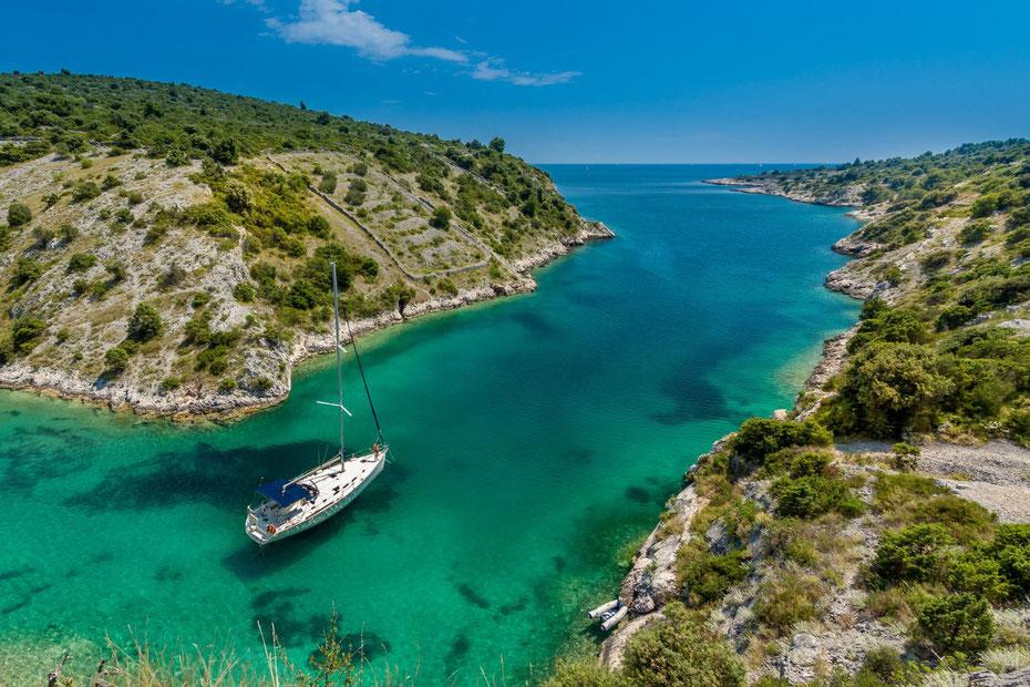 KROATIEN -  Orte schaffen geistiges Wohlbefinden Photo by Sergii Gulenok on Unsplash-Trogir, Croatia
