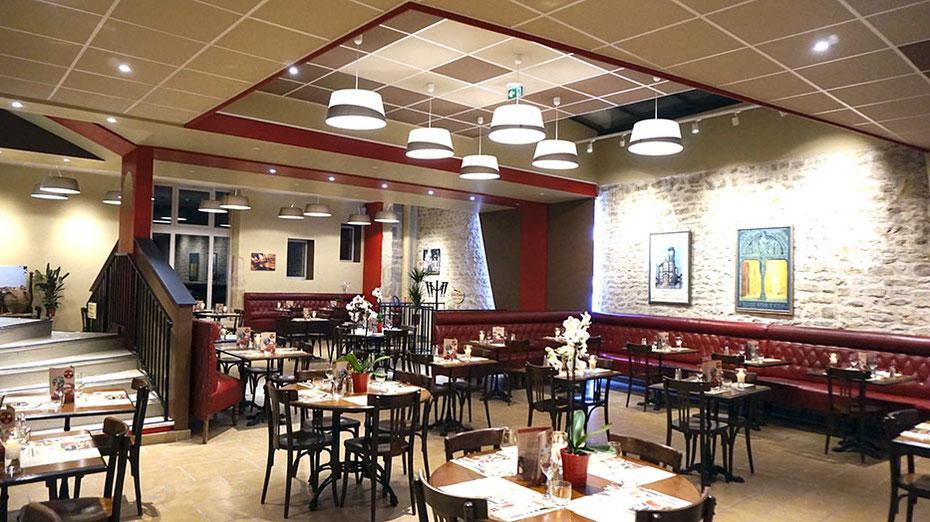Restaurant Groupe, salle authentique, service continu pour 120 personnes