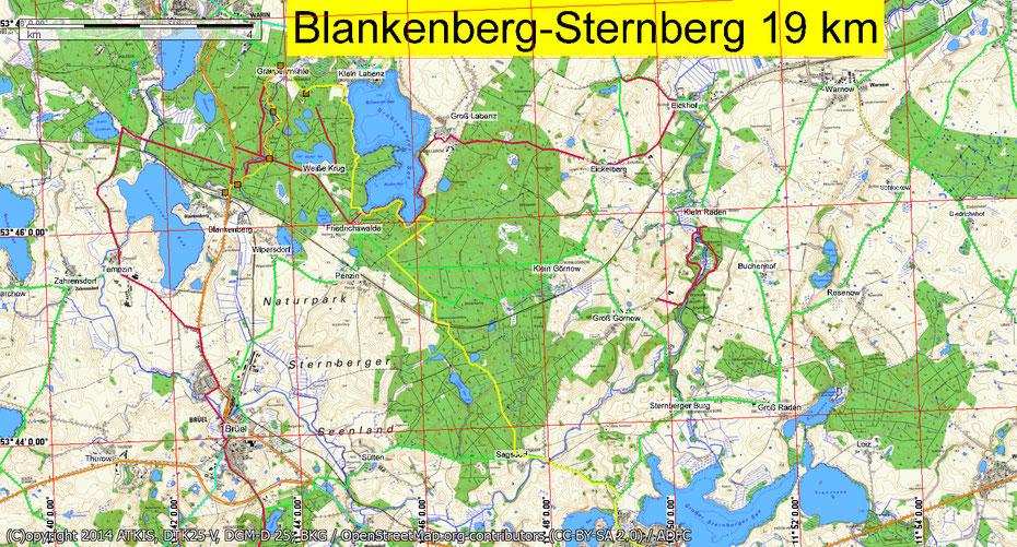 Wandern durch Mitglieder des Wandertreff Rostock durch den Naturpark Sternberger Seenlandschaft.