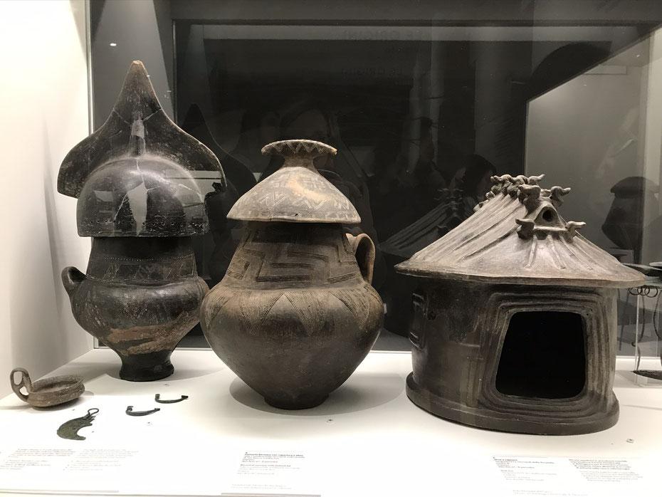 """#EtruschiBologna """"Viaggio nelle terre dei Rasna""""- Urne cinerarie"""