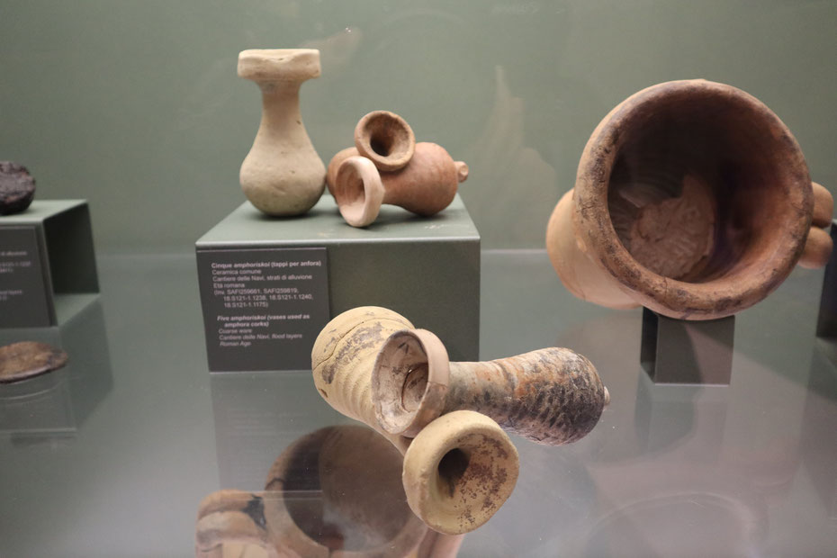 Tappi per sigillare le anfore - Museo delle Navi Antiche di Pisa