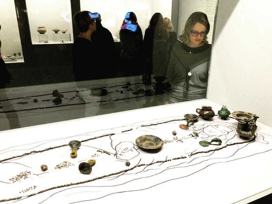 """#EtruschiBologna """"Viaggio nelle terre dei Rasna"""" - Corredo di una sepoltura femminile della prima età del Ferro (900-850 a.C.), Tarquinia (Viterbo)"""