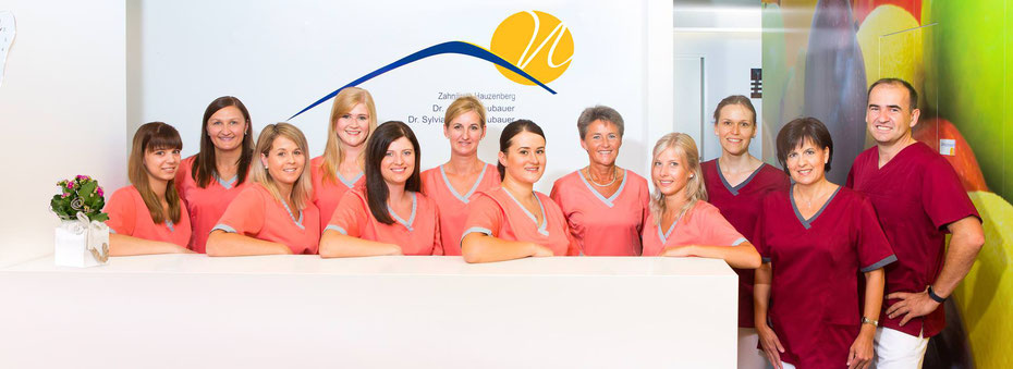 Das Team der Zahnarztpraxis Neubauer in Hauzenberg bei Passau (© Praxisdesign Dr. Ralf Peiler)