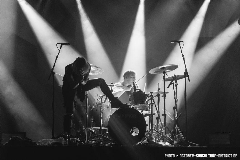 Sandra Nasic & Dennis Poschwatta - Guano Apes