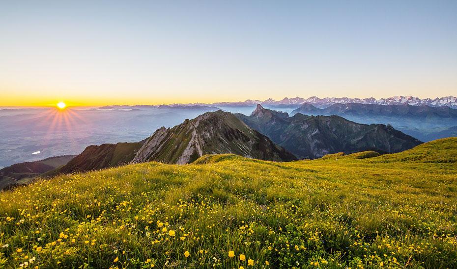 Auf dem Gantrisch. Unter dem Nebel liegt , Bern, Belp, Thun Langnau und Münsingen