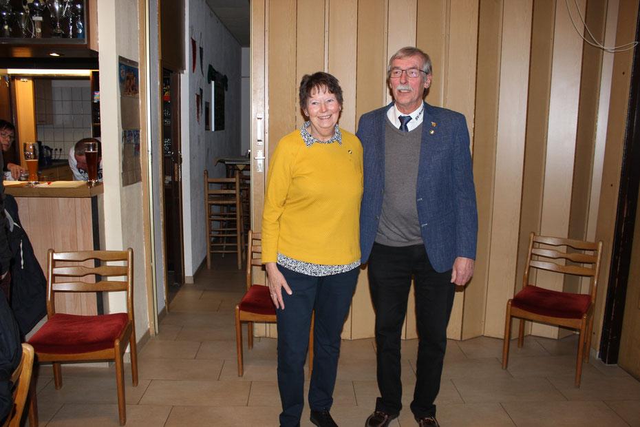 von links: Marion Nieber, Wilfried Petersen, 2. Vorsitzender
