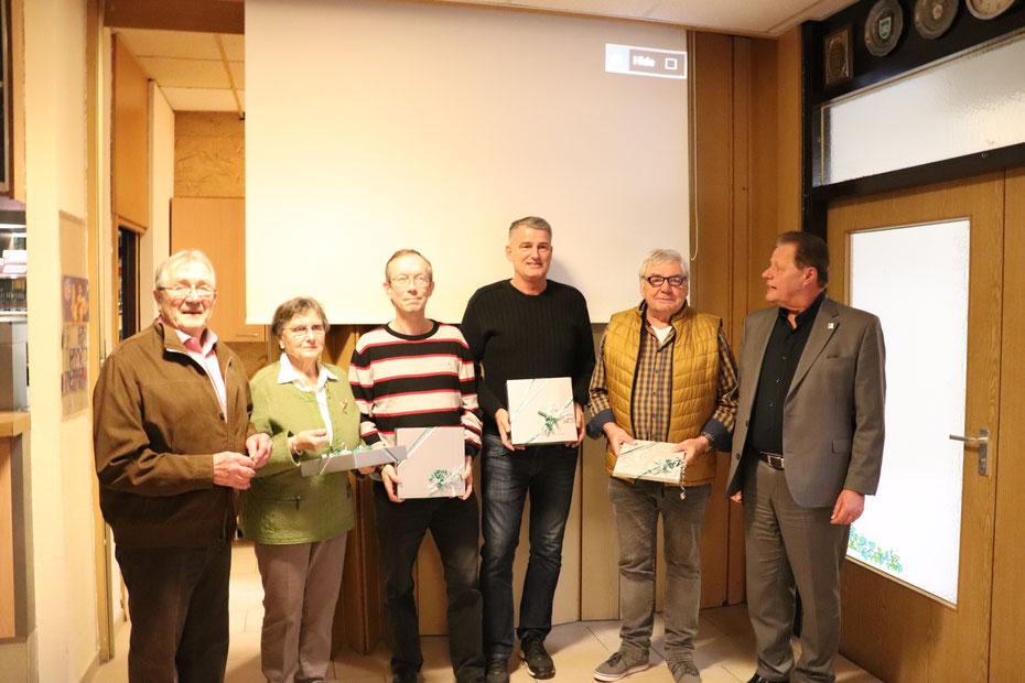 Von links: Hans Jacobsen, Ingrid Jacobsen, Ralf Mader, Markus Rukopf und Detlef Reiche mit dem 1. Vorsitzenden Harald Gries