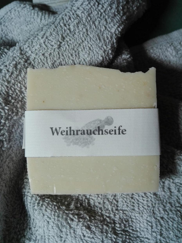 Eine Seife, die aus wertvollem Weihrauchöl hergestellt ist und gerne bei unreiner und empfindlicher Haut angewendet wird