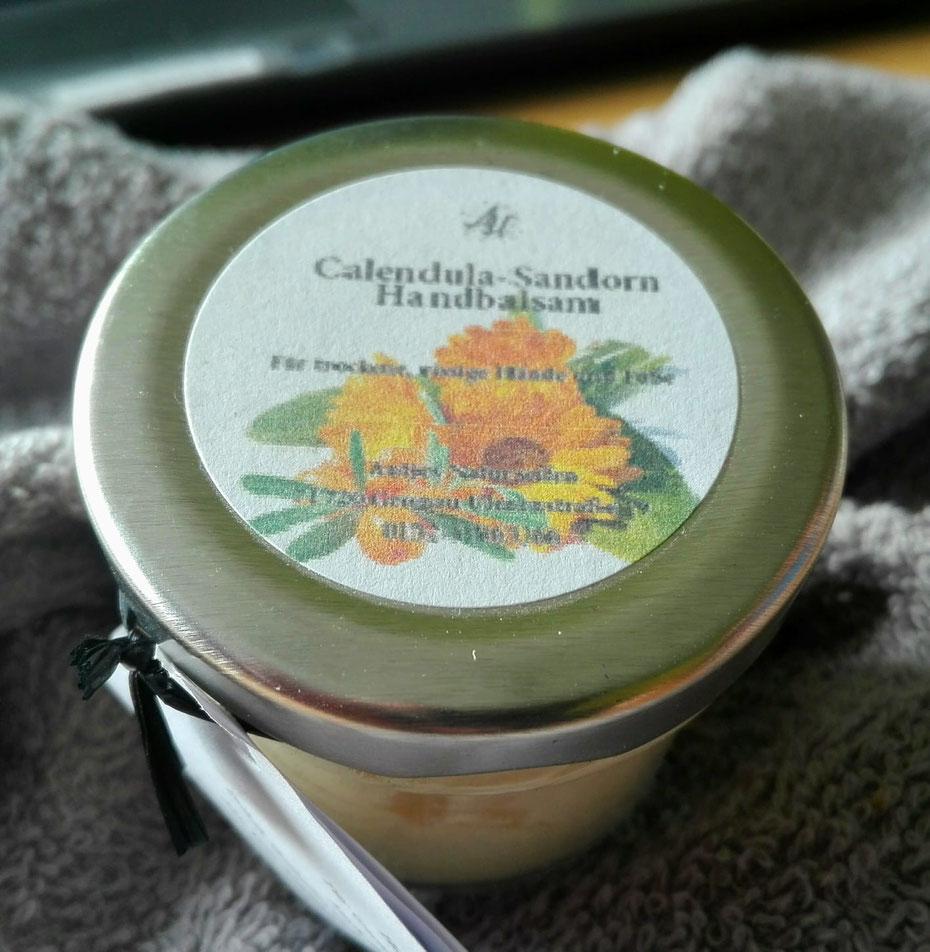 Reichhaltige pflegende Handcreme mit Sheabutter,  selbst hergestelltem Ringelblumenöl und einem frischen Duft nach Sanddorn