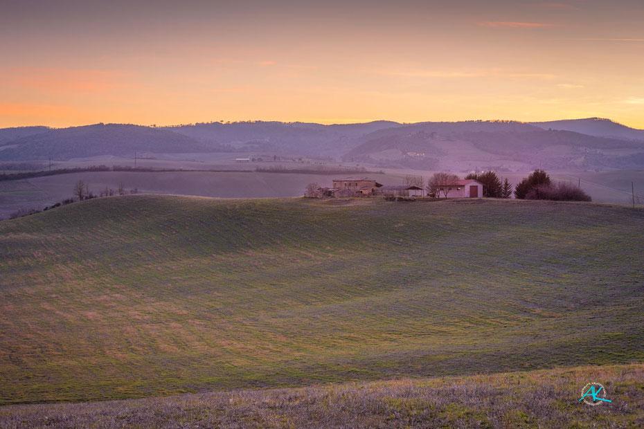 Podere Cancelli von Nordosten, bei Sonnenuntergang