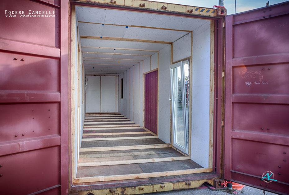 Erster Ausbauschritt des ersten Seecontainers zum Mikrohaus: Fenster und Wärmedämmung