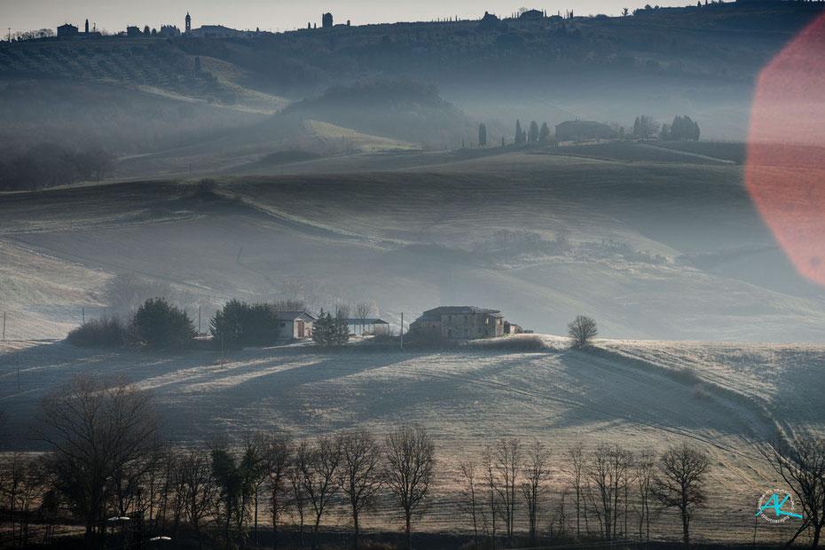 Podere Cancelli, Ansicht von Südwesten, gerade ist die Sonne aufgegangen