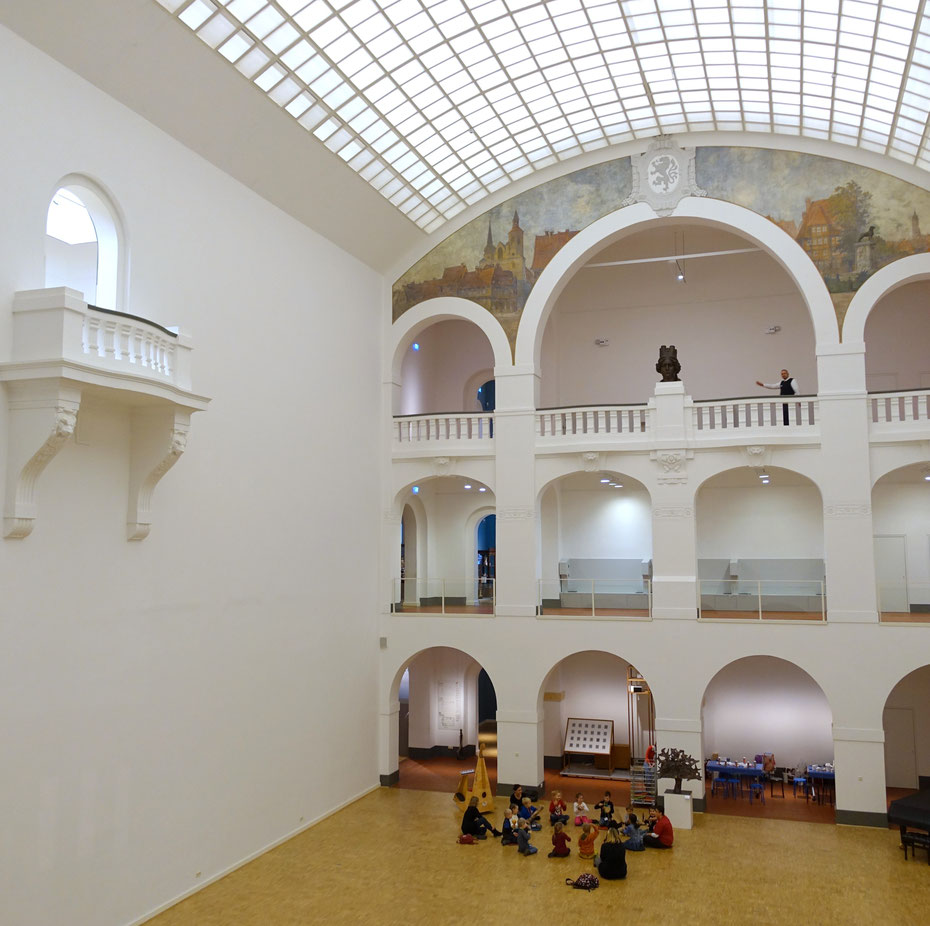 39 wohnzimmer europa 39 die ausstellung im st dtischen museum braunschweig kultur. Black Bedroom Furniture Sets. Home Design Ideas