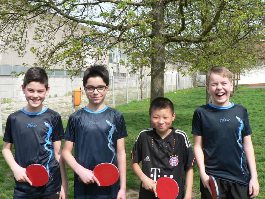 Johannes Heckmann, David Schäfer, Deyu Wu und Elias Altmeyer (v.l.n.r.) freuten sich nach dem Turnier riesig über ihre Erfolge.