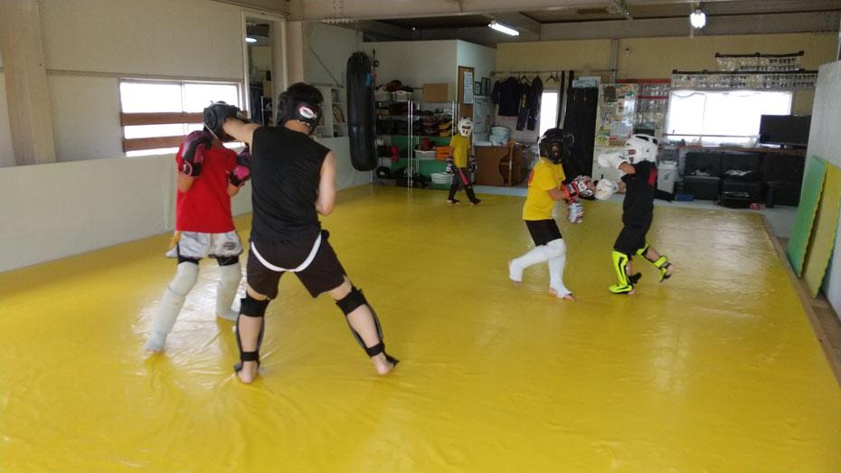 teamYAMATO奈良北支部【新大宮】は、快適なジムでキックボクシングの練習をしています。大和郡山市、生駒市、奈良市のキックボクシングジムです。