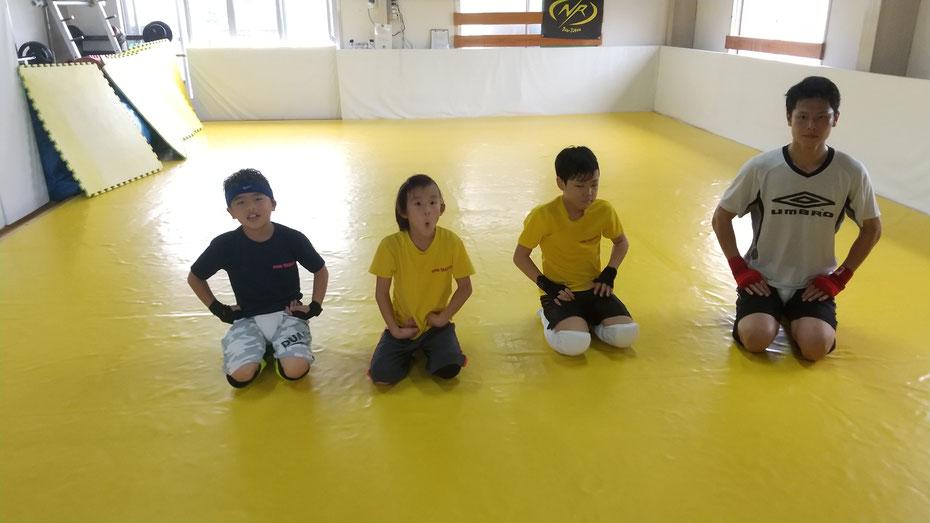 teamYAMATO奈良北支部【新大宮】小学生、社会人、仲良くキックボクシングの練習しています。奈良市の新大宮駅近隣。