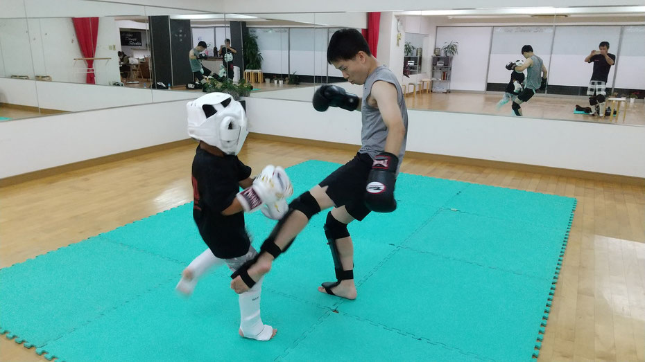 奈良県奈良市のキックボクシングteamYAMATO奈良北支部【西大寺】【新大宮】、カラテ経験者が多数います。