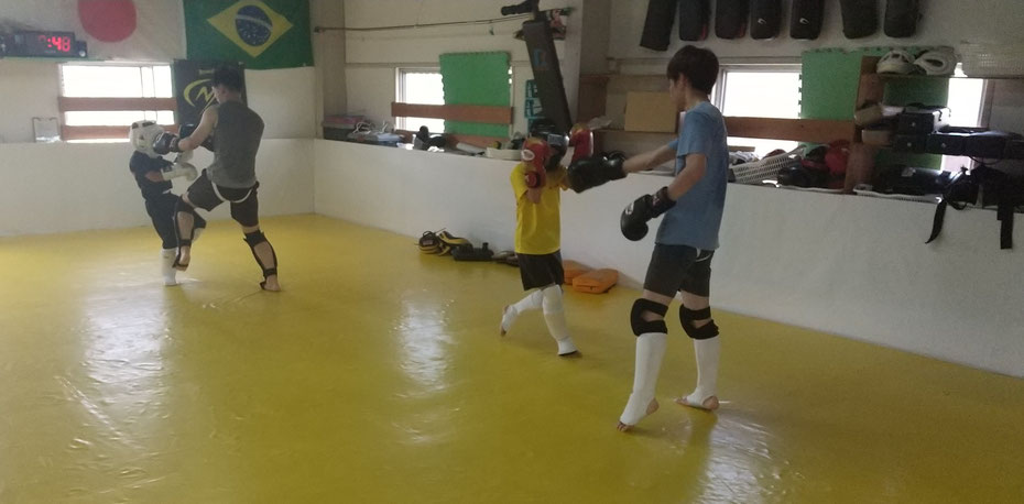 奈良県でキックボクシングをするならK-1アマチュア公認ジムのteamYAMATO奈良新大宮支部で。空手、カラテ経験者体験練習来てください。