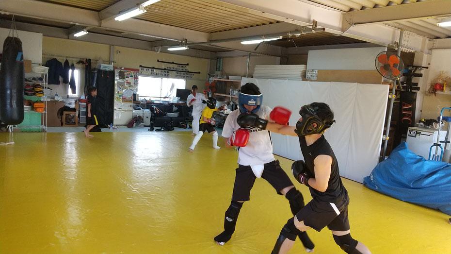 奈良県でキックボクシングをするならK-1アマチュア公認ジムのteamYAMATO奈良北支部で。空手、カラテ経験者体験練習来てください。