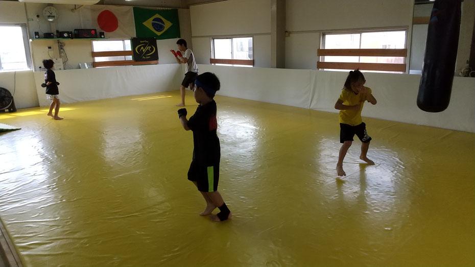奈良県奈良市の格闘技キックボクシングの練習。健康にダイエットに頑張ってます。