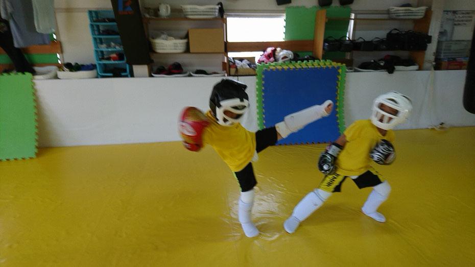 teamYAMATO奈良新大宮支部は、キックボクシングのディフェンス練習に時間を掛けます。