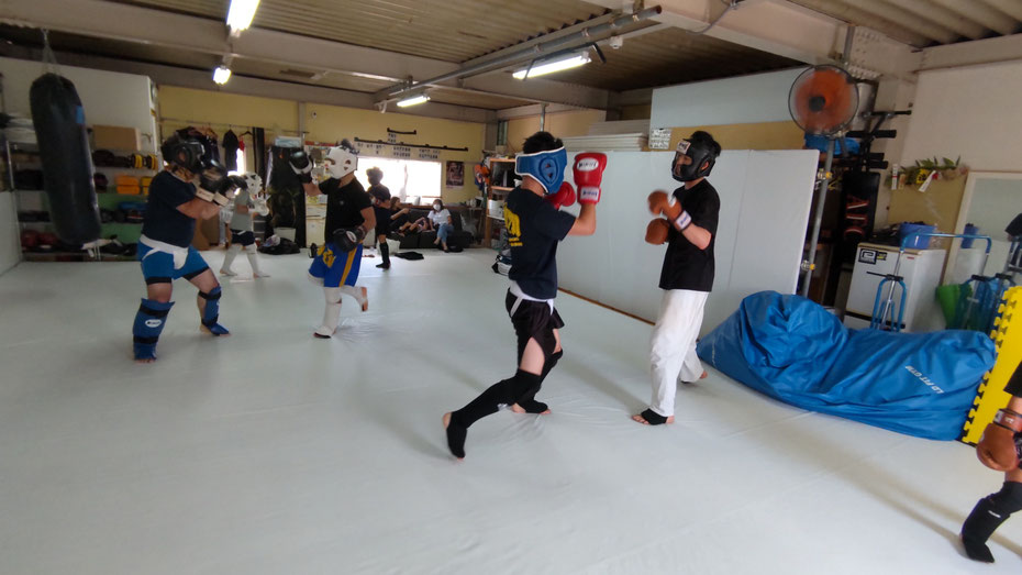 teamYAMATO奈良北支部【新大宮】のグローブ空手の練習風景。空手を通して健康増進。ダイエット。