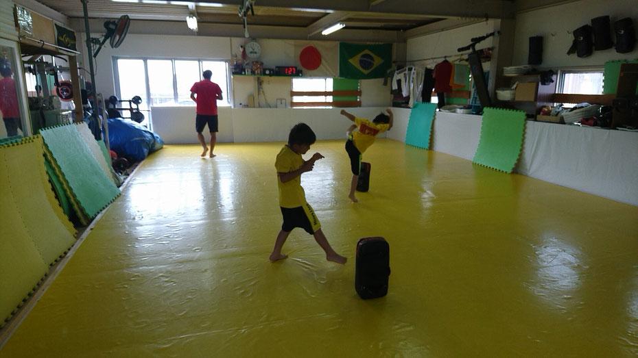奈良県奈良市でキックボクシングの稽古をしているteamYAMATO奈良新大宮支部です。極真カラテからの転籍の小学生も頑張ってます。