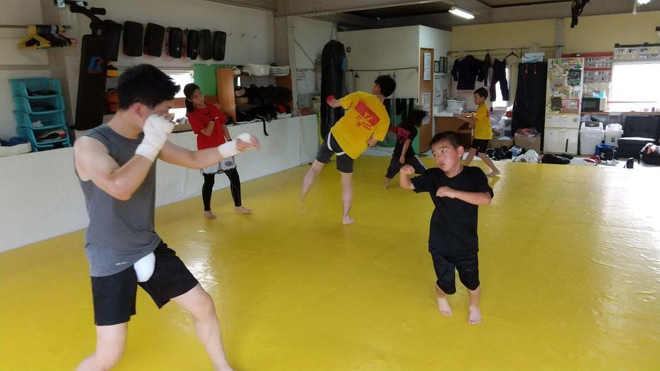 奈良県奈良市新大宮にで練習しているteamYAMATO奈良新大宮支部では、小学生から一般までキックボクシングを楽しんでます。