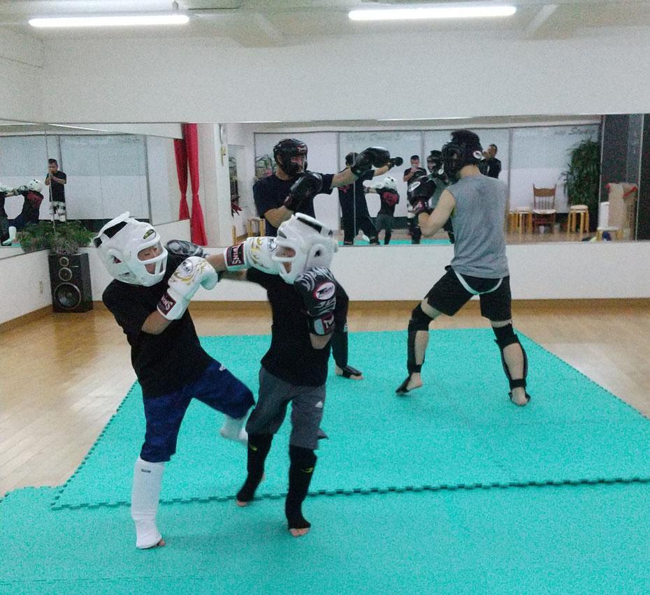 奈良市、生駒市、天理市、大和郡山市、京都からキックボクシングの練習に来ています。