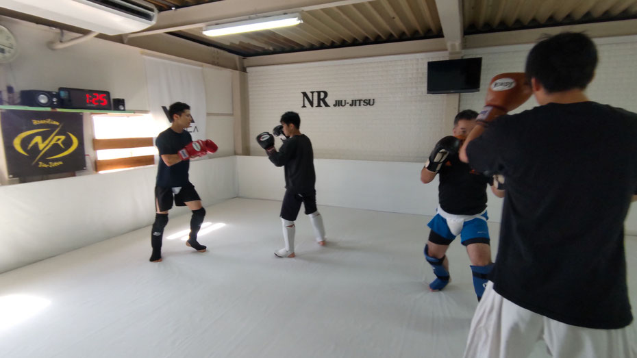 teamYAMATO奈良北支部【新大宮】は、キックボクシングの練習をしています。大和郡山市、生駒市、奈良市から来ています