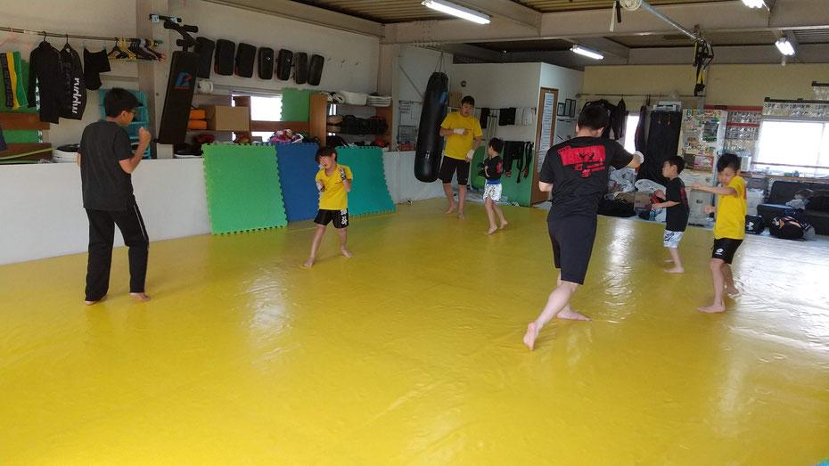 teamYAMATO奈良新大宮支部での格闘技練習。キックボクシングを楽しく練習しています。