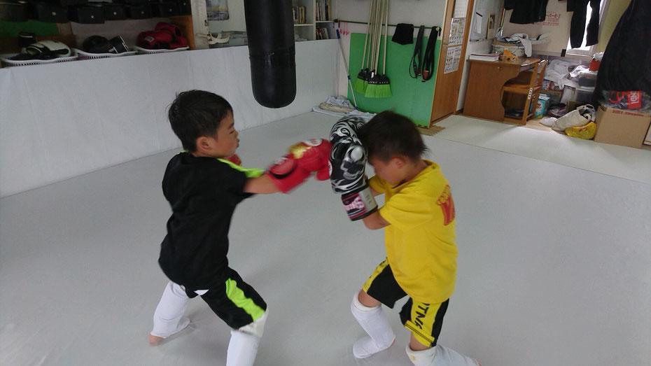 teamYAMATO奈良新大宮支部では、キックボクシングを基本から練習できます。空手、柔道、格闘技経験者の入会待ってます。