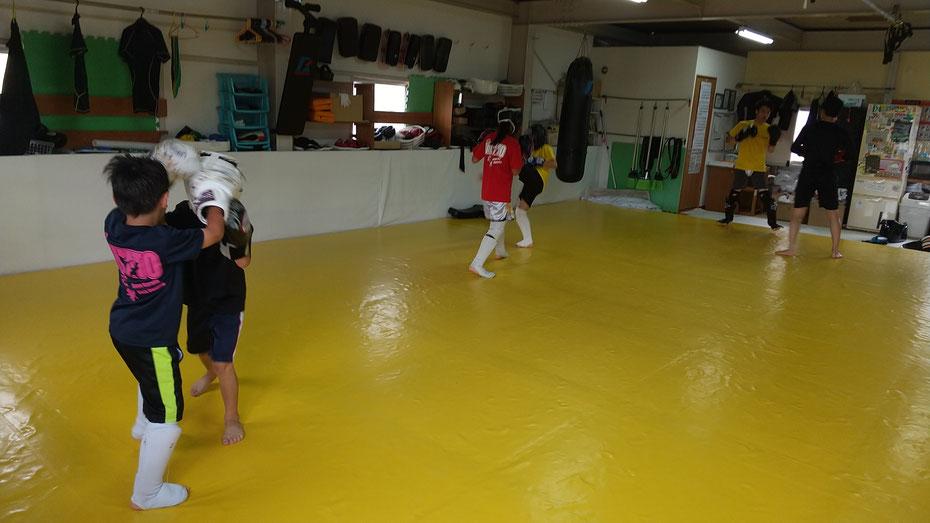 奈良県奈良市でキックボクシングするならteamYAMATO奈良新大宮支部で。格闘技の基本から練習出来ます。