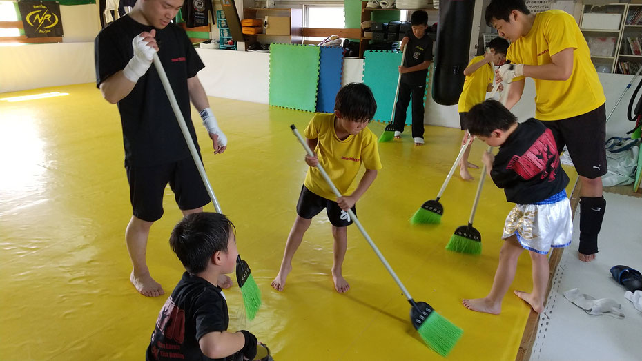 teamYAMATO奈良新大宮支部ではグローブ空手、キックボクシングを通して礼儀を押しえています。