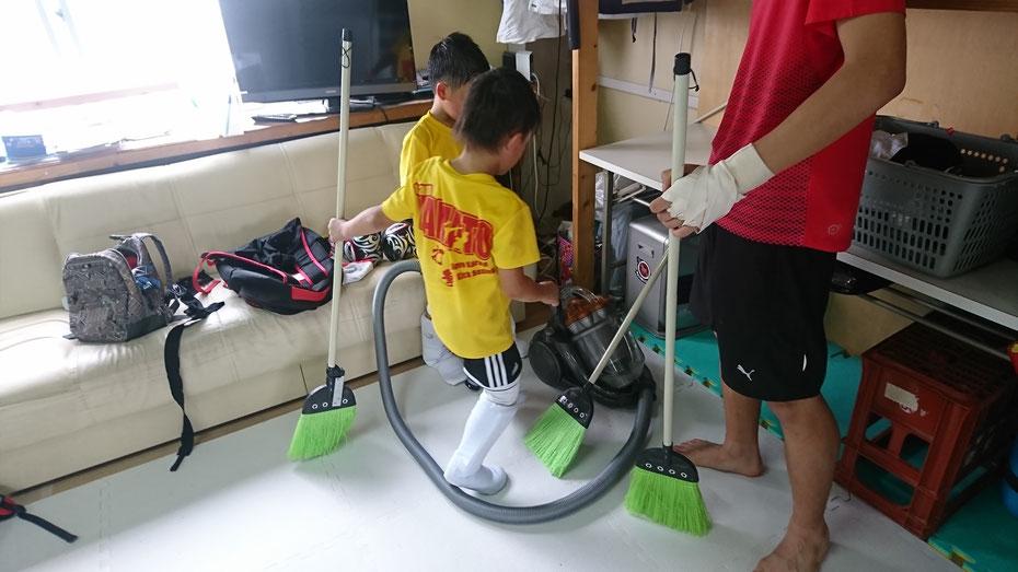 キックボクシング ジム掃除 キックボクシング練習後の掃除 ジュニアキックボクシング