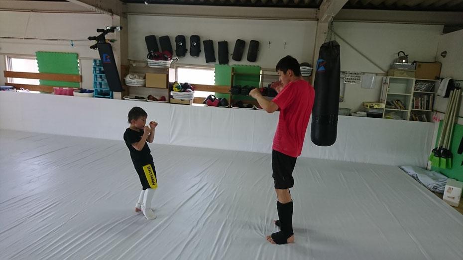 フルコン空手の選手からキックボクシングへ。teamYAMATO奈良新大宮支部は小学生から入会できます。