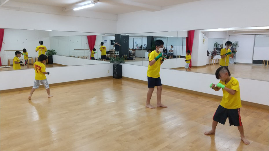 teamYAMATO奈良北支部【西大寺】キックボクシング最初の練習。シャドー。奈良市、生駒市、京都からキックボクシングの練習に来てます。