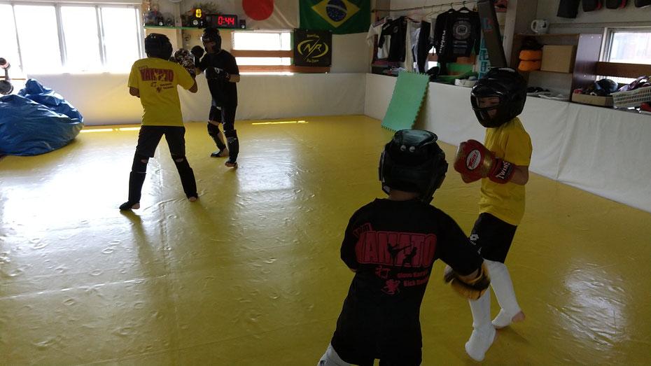 小学生の習い事の中にキックボクシング、グローブ空手の格闘技も選択肢として加えて頂きたい。生駒市、天理市からも来てます。