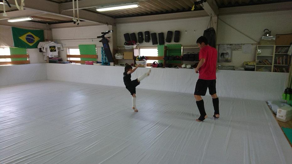 極真空手出身者も多数在籍。たの格闘技からキックボクシングへ。