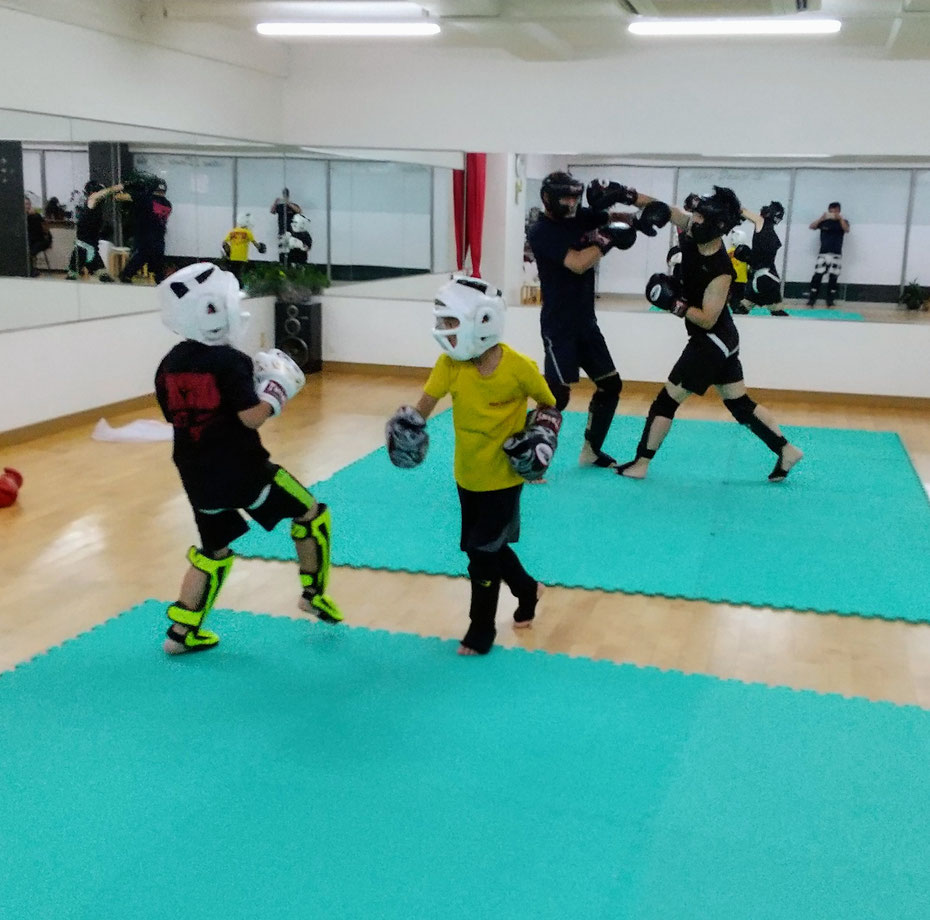 teamYAMATO奈良北支部【西大寺】では、キックボクシングの練習をしています。空手、格闘技出身者います。