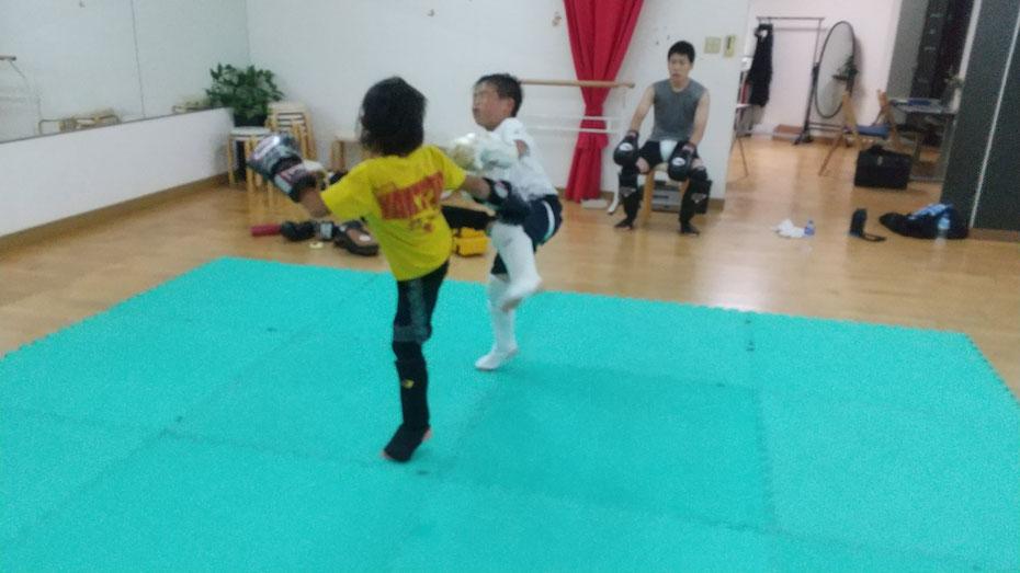 奈良県奈良市でキックボクシングの練習してます。teamYAMATO奈良北支部【西大寺】空手、拳法、合気道経験者多数。