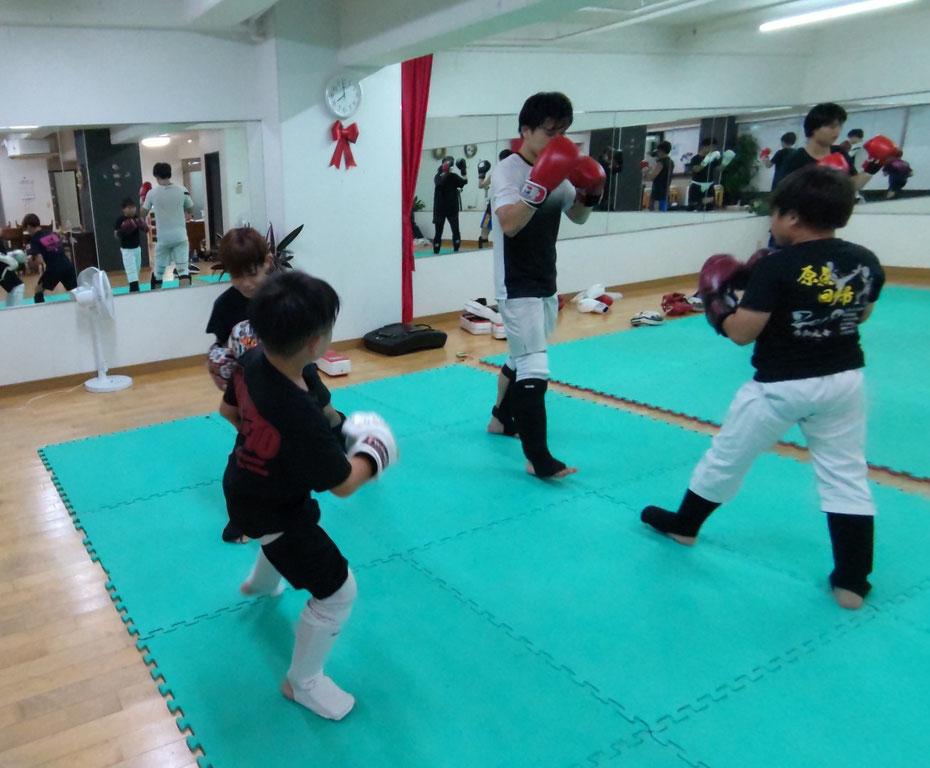 ダイエット、健康、運動、スポーツ、体力、キックボクシングは最適です。